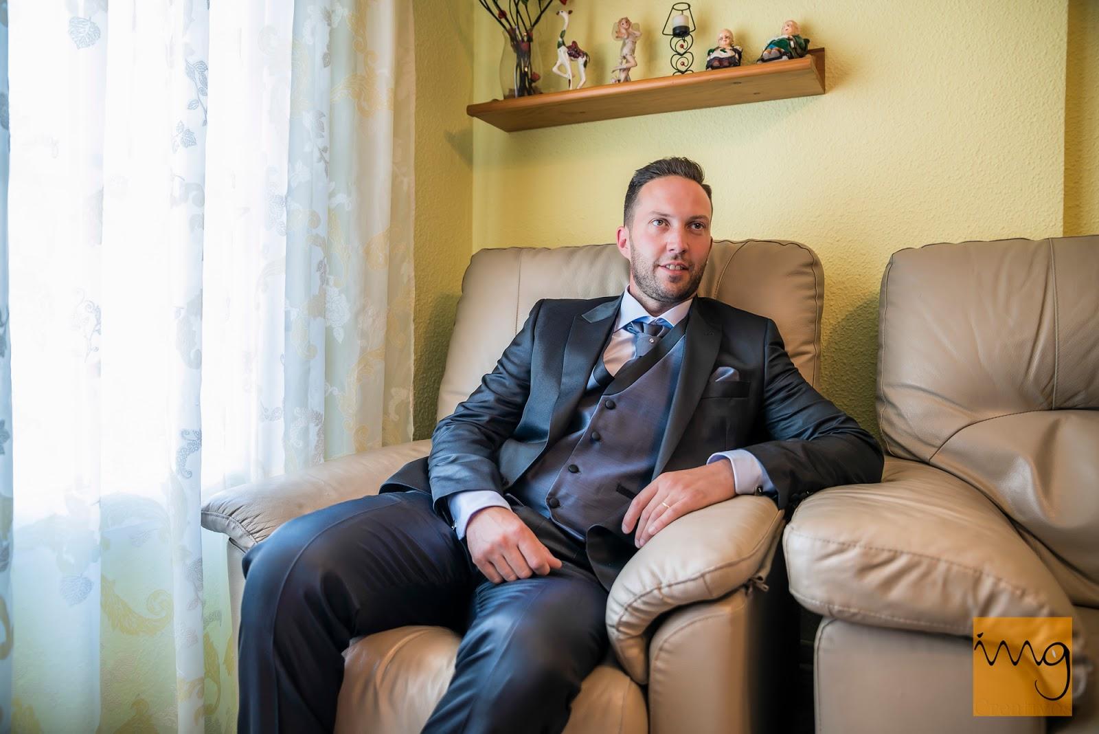 Foto del novio preparado para su boda