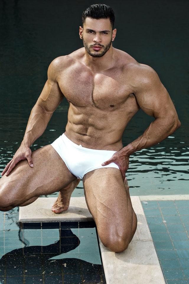 O assistente de palco do apresentador Celso Portioli mostra o corpo sarado para ensaio sensual. Foto: Ronaldo Gutierrez / Glam Assessoria