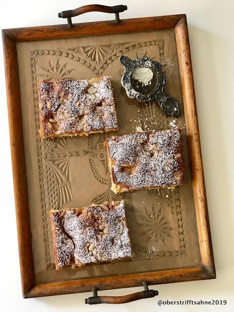 Rhabarberkuchen mit Rührteig