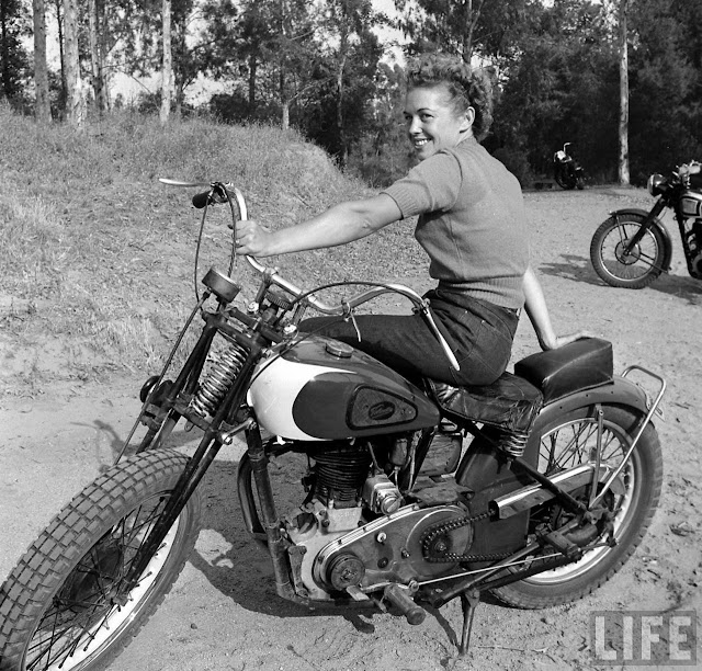 1940s bike girls fascinating photos of female - Pictures of chicks on bikes ...