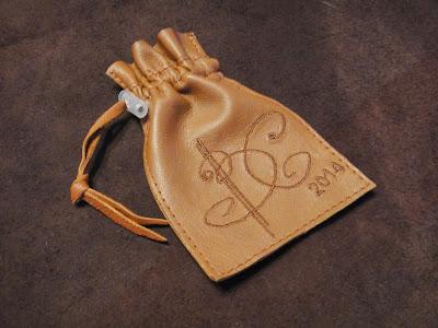 Кожаный мешочек - упаковка для подарка с инициалами