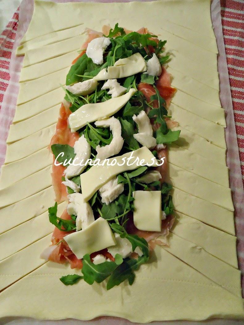 Famoso Cucinanostress : TRECCIA DI PASTA SFOGLIA SALATA ripiena FE09