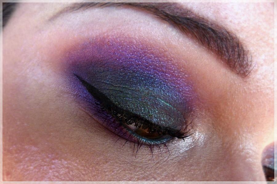 bunter makeup look mit Violett und Türkis