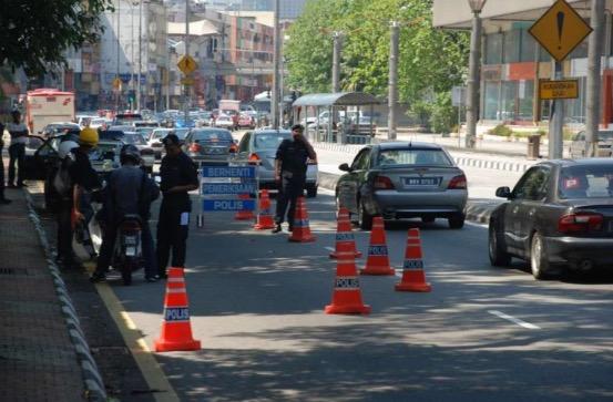 Balasan Biadab Dengan Polis