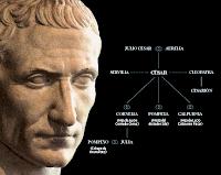 Según la tradición, la familia de los Julios descendía directamente de Venus, diosa del amor, algo de lo que se jactaba Julio César. También llevaba con orgullo la antigüedad de su linaje, aunque su familia hubiera perdido influencia.
