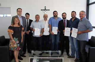 Prefeitos de 31 municípios assinam acordo para acabar com lixões