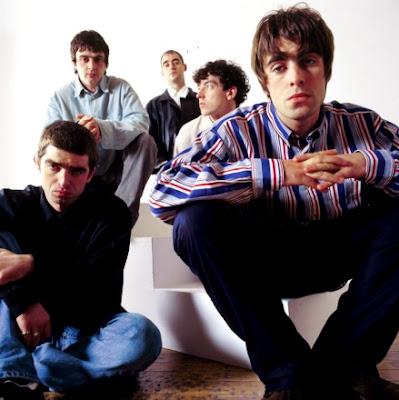 Foto de Oasis posando sentados