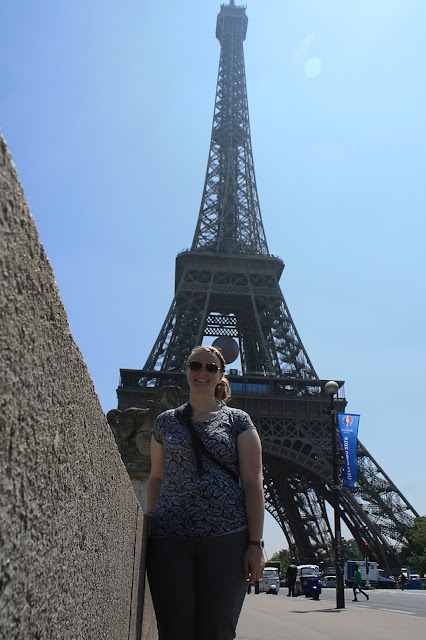 Meagan in front of the Eiffel Tower