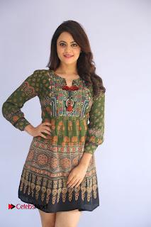 Actress Shruti Sodhi Pictures at Meelo Evaru Koteeswarudu Trailer Launch  0070.JPG