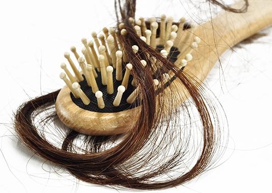 Penyebab Rambut Rontok Parah dan Berlebihan