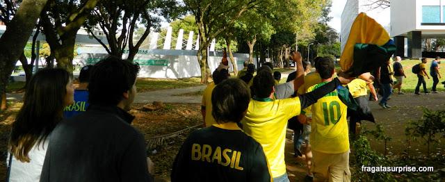 Torcedores a caminho do Estádio Mané Garrincha na Copa 2014