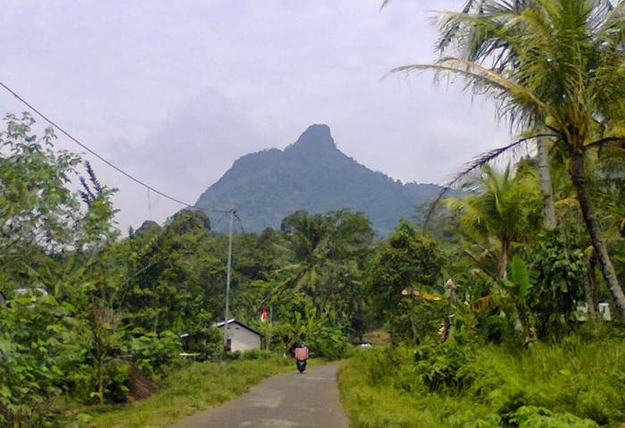 Melihat Keindahan Wisata Gunung Poteng di Singkawang yang Sangat Eksotis