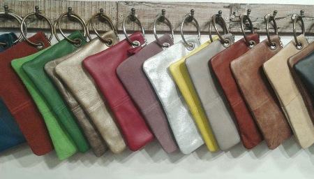 Bolsos-carteras piel con anilla o argolla, colores varios para combinar