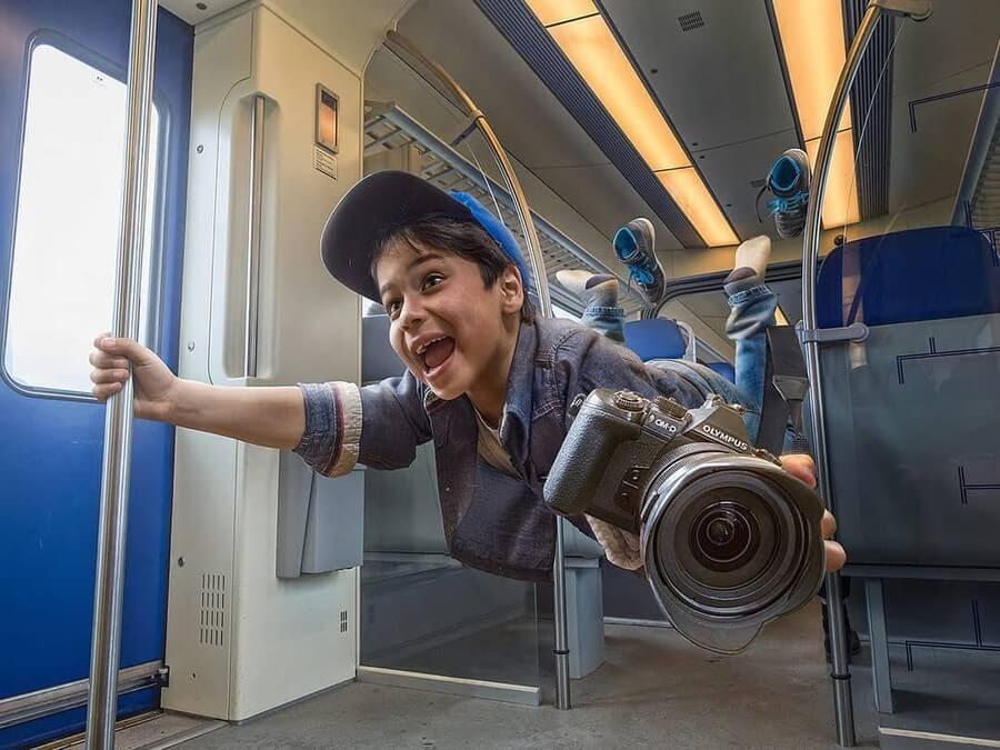 10-Feels-like-flying-Adrian-Sommeling-Digital-Art-www-designstack-co