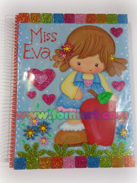 niña con manzana libreta decorada