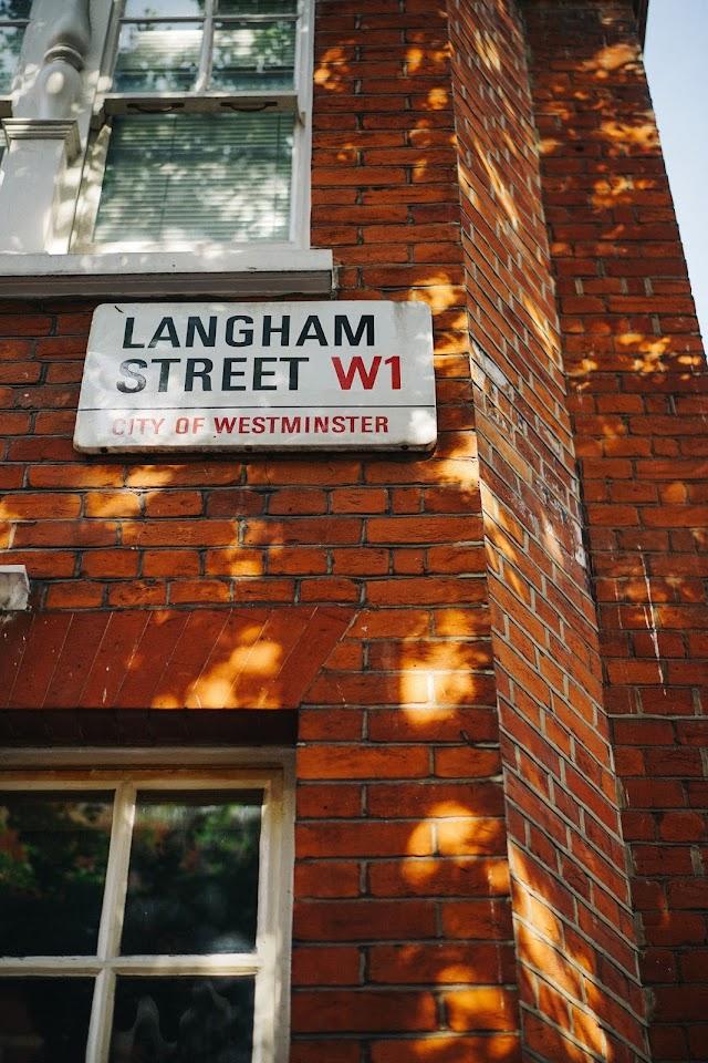 フィッツロビア(Fitzrovia)地区 ラングハム・ストリート(Langham Street)