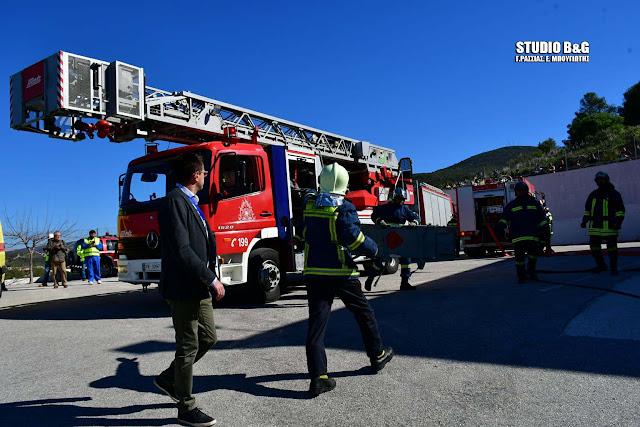 Κατάρρευση κτιρίου μετά από σεισμό με πυρκαγιά και τραυματίες, το σενάριο άσκησης της Πυροσβεστικής στο Ναύπλιο (βίντεο)