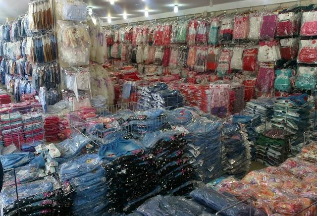 Оптовый склад продажи одежды