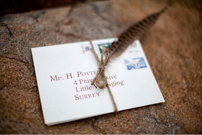 Invitación de boda inspirada en la carta que le envían de Hogwarts a Harry en la primera película.
