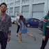 """Dua Lipa flutua ao lado de Miguel e até arrisca uma coreografia no clipe de """"Lost In Your Light"""""""