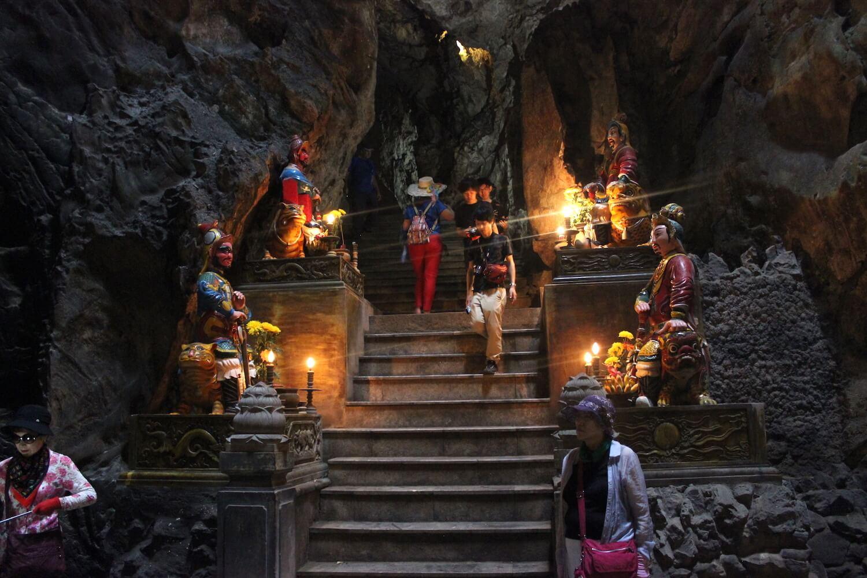 huyen khong cave guardian statues in da nang