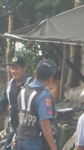 READ ► Policemen in Payatas Were Caught on Camera Extorting Passers-by at Gun Point!
