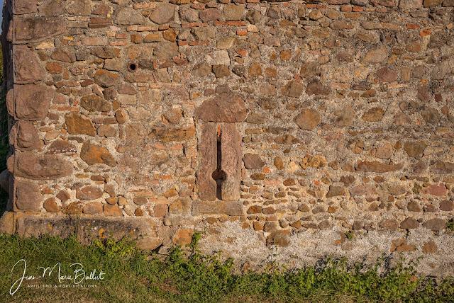 Cimetière fortifié d'Hartmannswiller — Archère-arquebusière (détail)