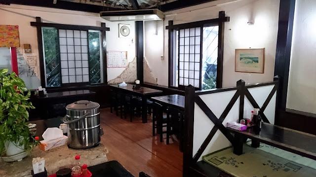 浦添そばの店内の写真