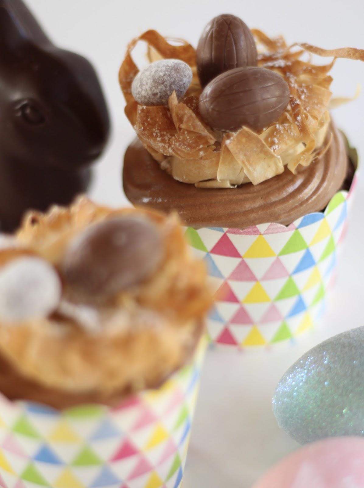 Oster-Cupcakes mit Osternest aus Blätterteig nach Lafer