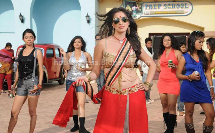 Lakshmi rai navel show in item song