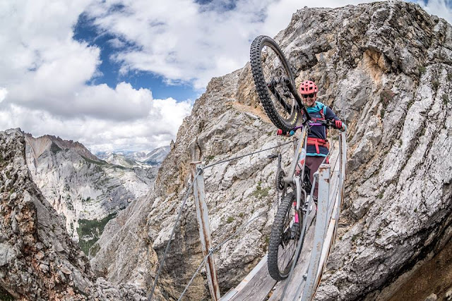 Aufstieg Extreme Mountainbike Tour Dolomiten Vallon Bianco