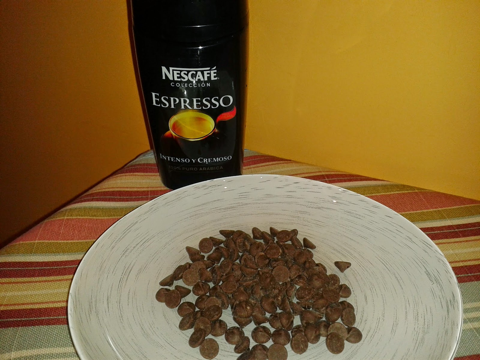 nescafe y pepitas de chocolate