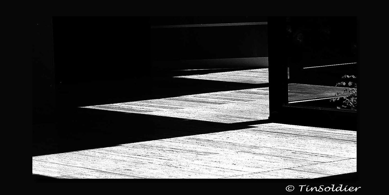 Litterae artesque tinsoldiers fotos und zeichnungen for Extremer minimalismus