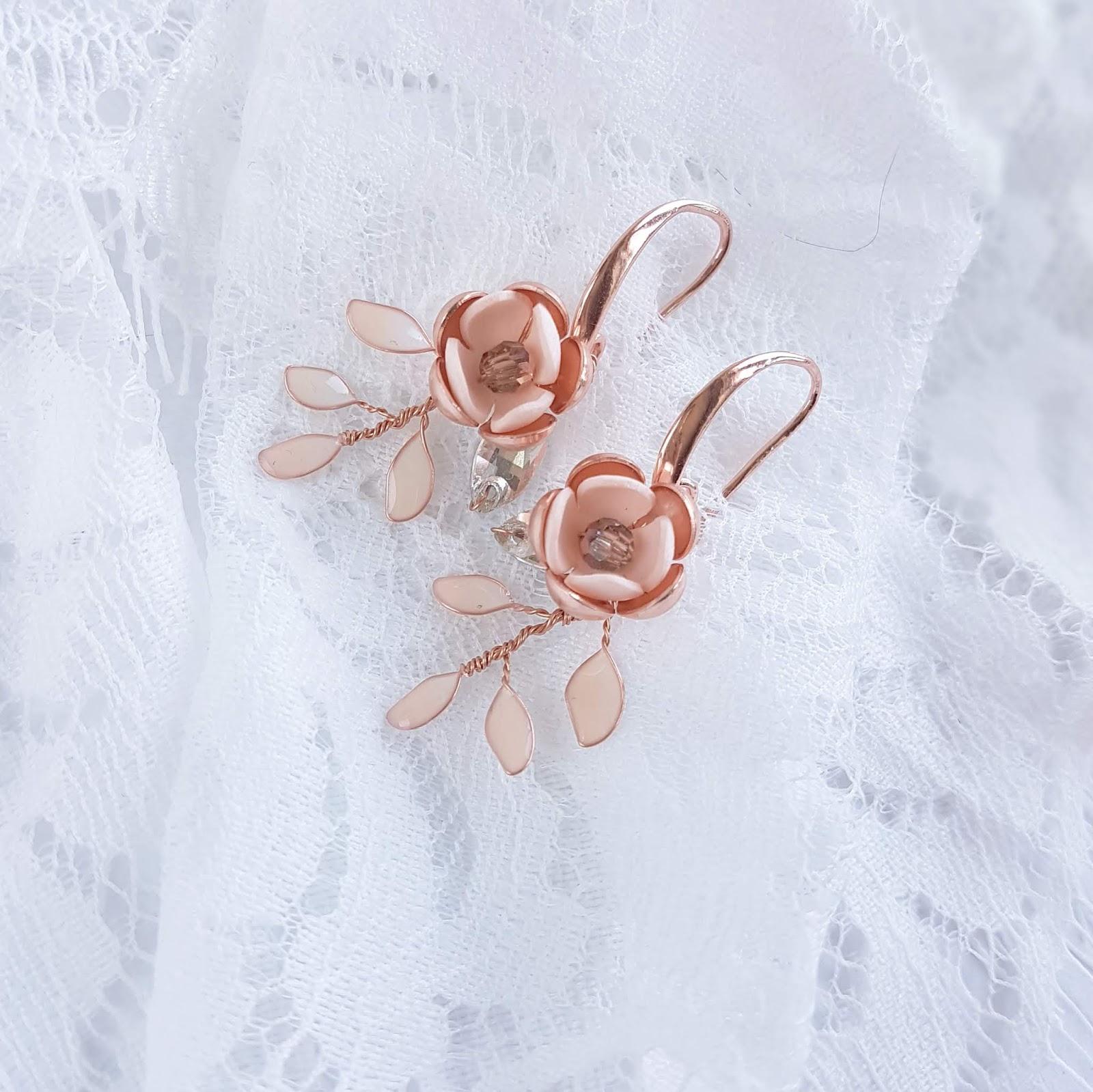 Delikatne kolczyki ślubne Flora rose gold