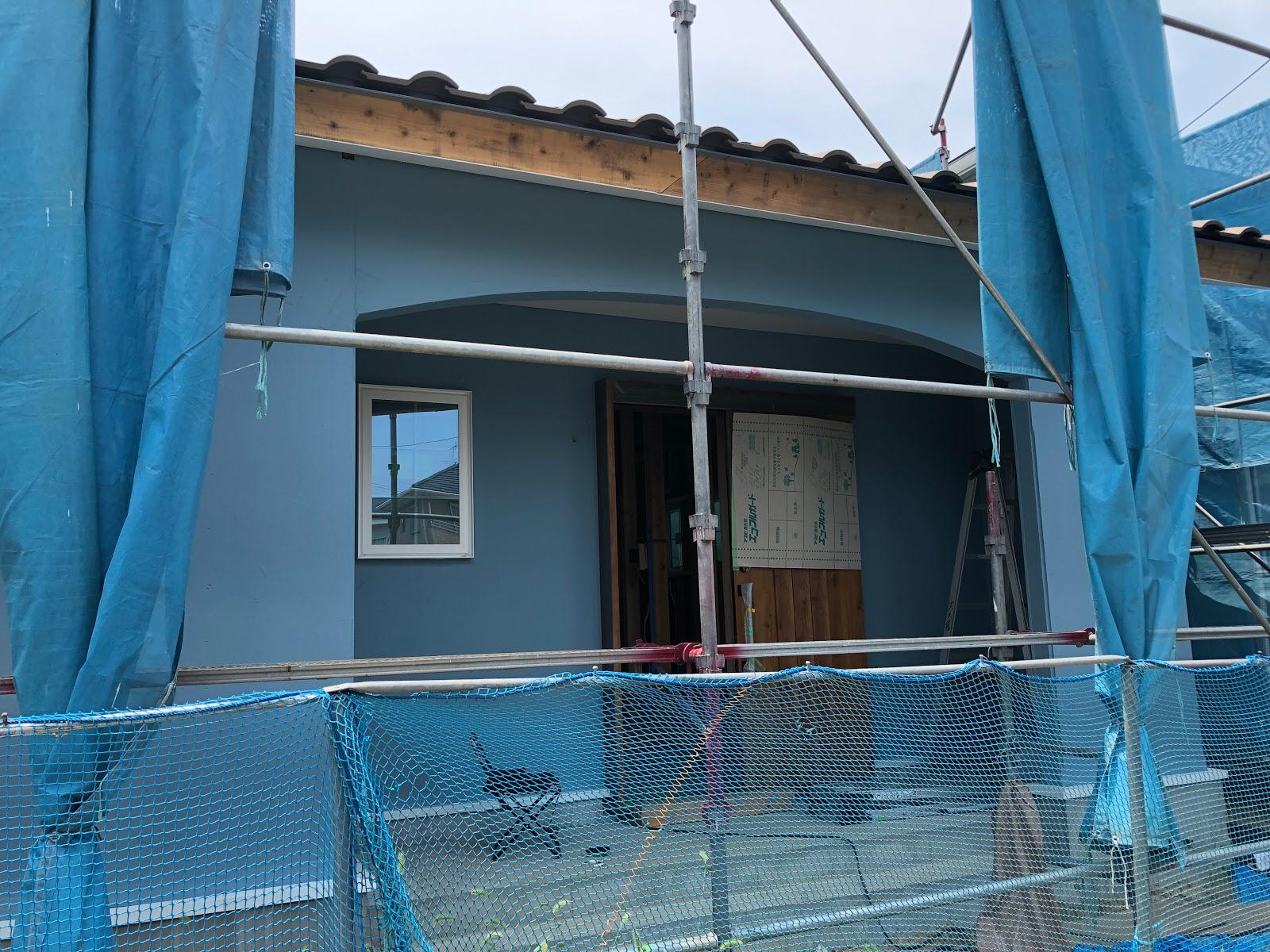 平屋の家 鈴鹿市自然素材の家 みのや 防水塗料完了 セルロースファイバーシートの施工中