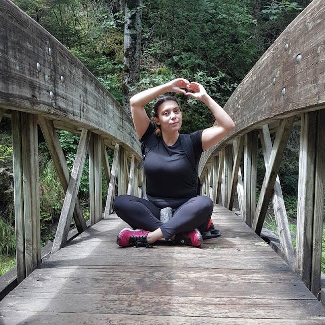 photo fille sur un pont cirque de saint même