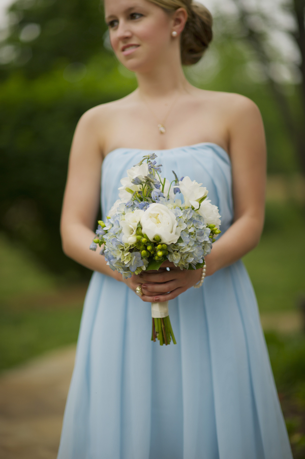 barn+wedding+rustic+horse+cowboy+cowgirl+babys+breath+centerpieces+bouquets+floral+arrangement+blue+baby+powder+burlap+woodland+organic+brown+barnhouse+groom+bridal+lace+bride+something+blue+Melissa+McCrotty+Photography+13 - Baby's Breath in the Barn