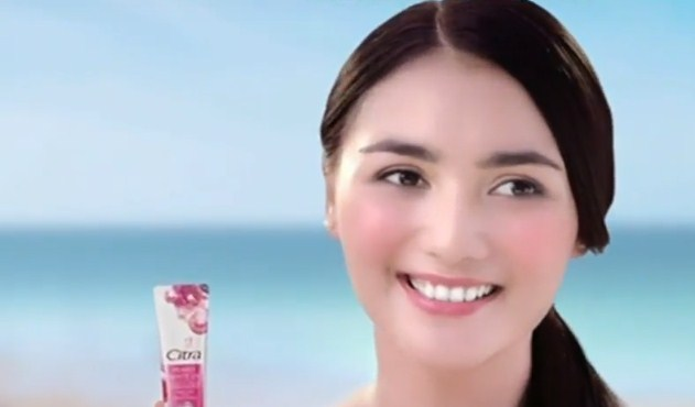 Cewek Model Iklan Citra Pearly White UV Essence Cream