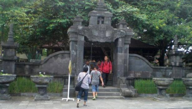 Gereja Ganjuran, Tempat Ziarah Khas Jawa Hindu