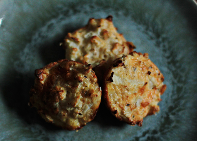 Freeze ahead cauliflower cheese bites gluten free paleo friendly snack recipe http://www.archieandtherug.com/2018/02/cauliflower-cheese-bites.html