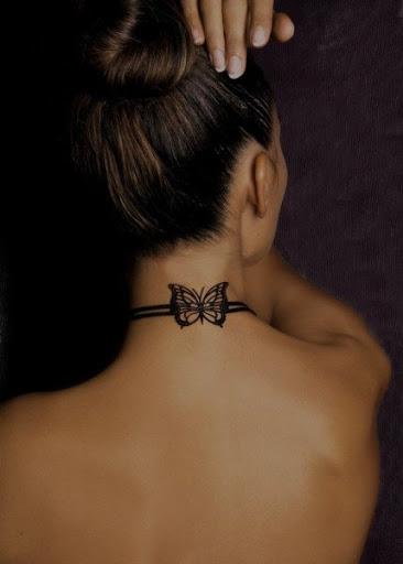 Tatuagem de borboleta para as mulheres no pescoço