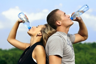 como beber muita água