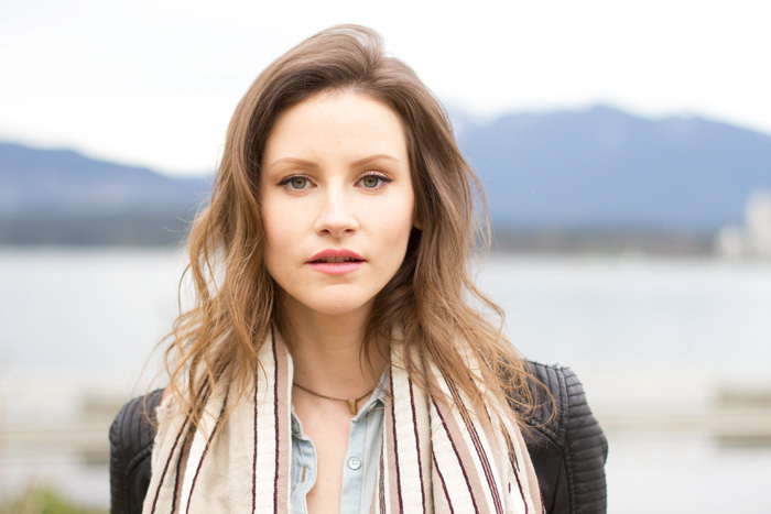 Vancouver Fashion Blogger, Alison Hutchinson from Styling My Life, in an Aritzia Blanket Scarf