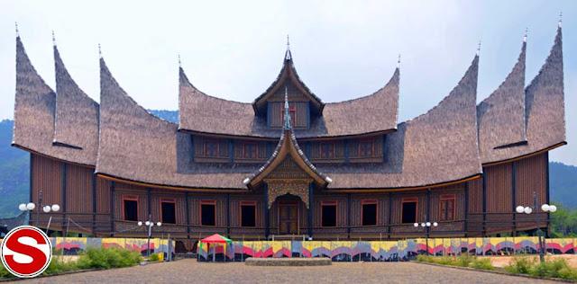 maka rumah sopan santun Sumatera Barat yaitu Rumah Gadang Rumah Gadang Rumah Adat Sumatera Barat