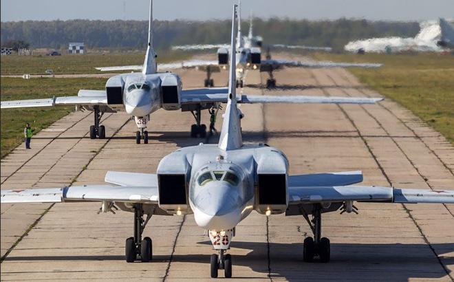 """Máy bay chiến lược Nga sẽ """"tới tấp"""" hạ cánh xuống Iran: Đón đánh Mỹ tại Syria?"""