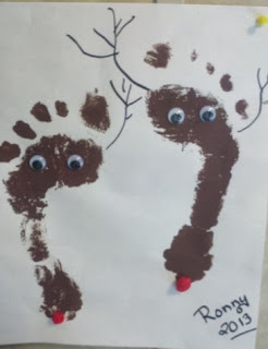 easy Christmas crafts, how to make textured paint, Christmas wreath, foot print reindeer, footprint crafts, hand print crafts, CD gift, how to reuse old CD