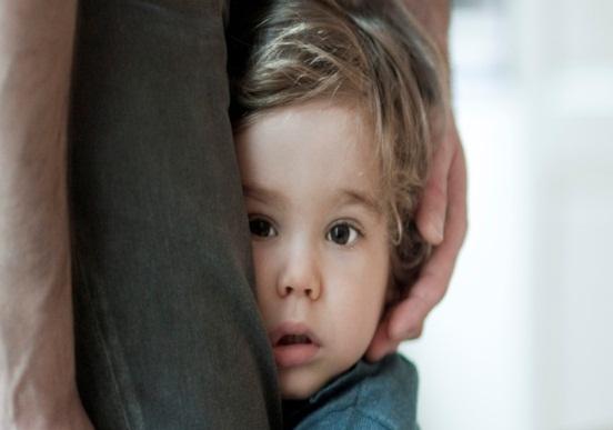 Cara Mengatasi Anak yang Pemalu dan Penakut