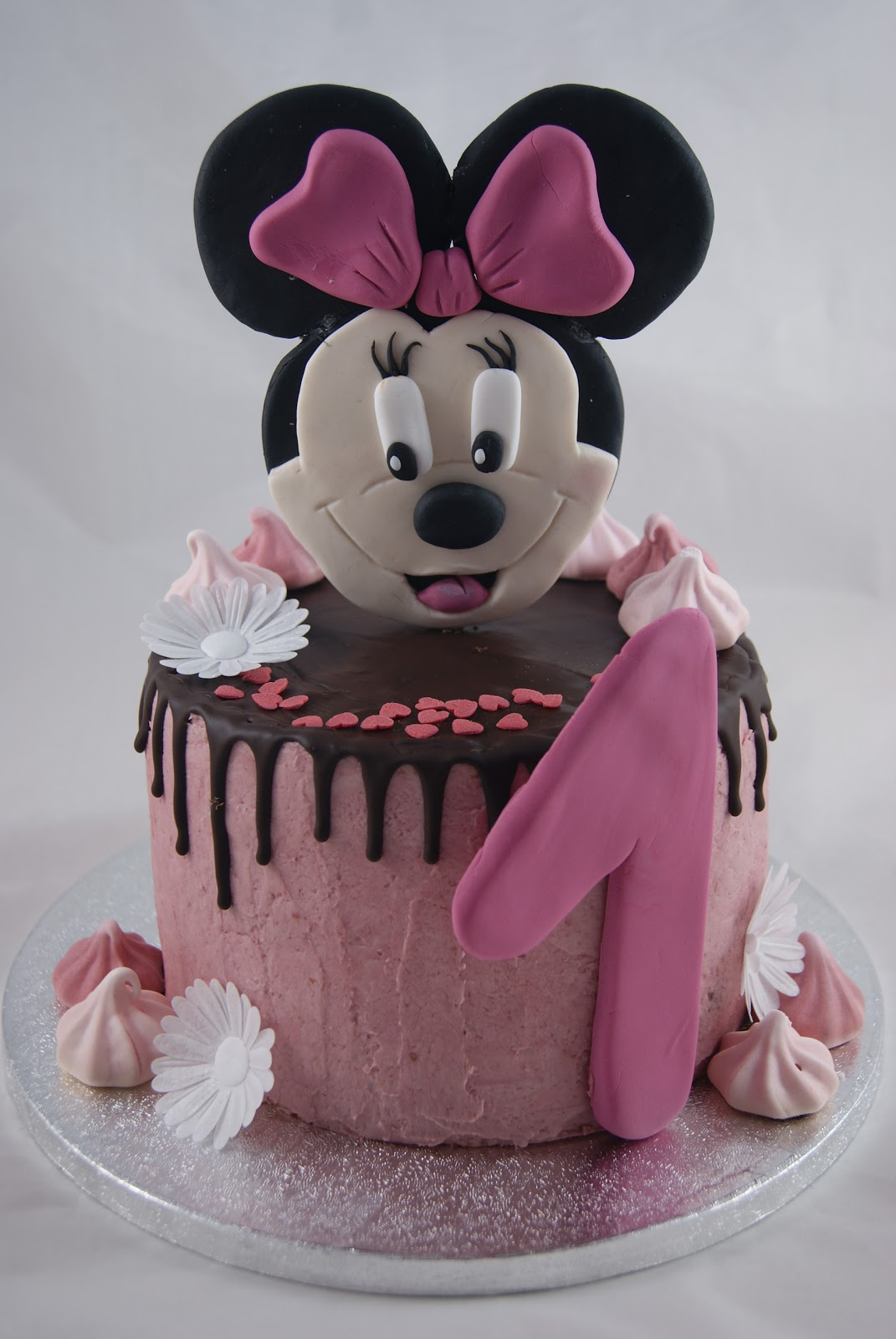 biscuit and buttercream minnie maus torte. Black Bedroom Furniture Sets. Home Design Ideas