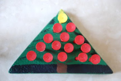 peg board game Christmas tree