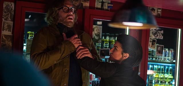 TJ Miller și Gina Carano în Deadpool